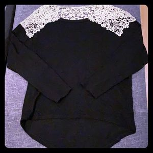 Long sleeve lace capped shirt